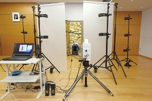 """<span class=""""fontBold"""">キヤノン「綴プロジェクト」では撮影に市販のデジタル一眼レフカメラを使う</span>"""