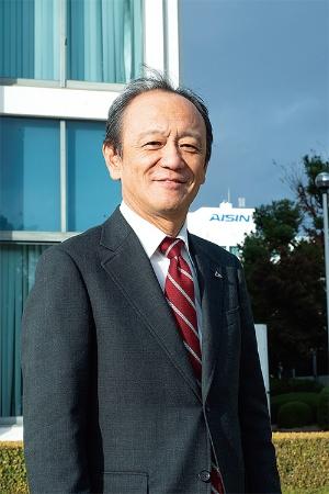 "<span class=""fontBold"">伊勢 清貴[ いせ・きよたか ]<br />1955年3月生まれ。80年京都大学大学院修了、トヨタ自動車工業(現・トヨタ自動車)入社。2018年1月にアイシン精機副社長に転じ、同年6月から現職。</span>(写真=堀 勝志古)"