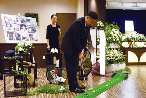 """<span class=""""fontSizeXL"""">オーダーメード葬儀</span><br /><small>故人の趣味や好みを丁寧にヒアリングし、遺族の心を満たす葬儀を1件ずつ手作りで演出する。業界の常識にとらわれないサービスで成長を続ける</small>"""