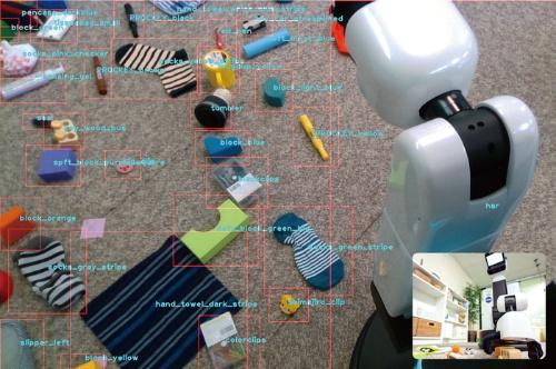 """<span class=""""fontBold"""">昨年の家電・IT国際見本市「CEATEC」で披露した片付けロボット。散らかった靴下やおもちゃを認識し、片付けることができる</span>(写真=&copy;Preferred Networks)"""