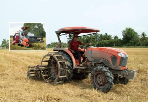 """<span class=""""fontBold"""">稲作が盛んなメコンデルタ地域では、クボタのトラクターやコンバインが活躍していた</span>(写真=2点:川床 和代)"""