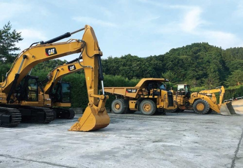 """<span class=""""fontBold"""">キャタピラーは建設現場や資源掘削現場で使われる様々な機械を提供する</span>(写真=Caterpillar Inc.)"""