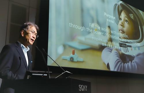 """<span class=""""fontBold"""">ソニーの吉田憲一郎社長兼CEO(最高経営責任者)は、技術の仕込みを急ぐ</span>(写真=つのだよしお/アフロ)"""