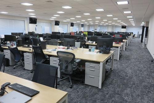 "<span class=""fontBold"">在宅勤務体制に入ったGMOインターネットグループ本社のオフィスは閑散としている(東京・渋谷)</span>"