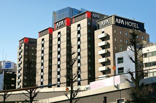 "<span class=""fontBold"">2020年7月に東京都心に開業した「アパホテル<六本木SIX>」。計6棟、1001室の客室を構え、都内有数の規模</span>(写真=竹井 俊晴)"