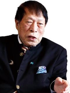 "<span class=""fontBold"">アパグループ創業者、代表。1943年石川県生まれ。71年に注文住宅会社の信金開発を設立。84年にアパホテル1号店をオープン。妻、2人の息子とともに一族でグループを経営する。(写真=竹井 俊晴)</span>"