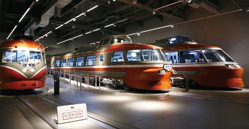 """<span class=""""fontBold"""">小田急電鉄の象徴ともいえるロマンスカーの展示施設を海老名駅前開発の中核に据えた</span>(写真=古立 康三)"""