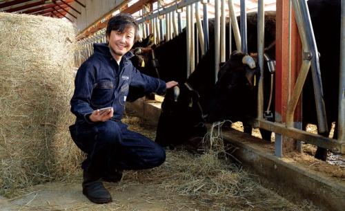 "<span class=""fontBold"">こばやし・しんや<br />1979年、北海道帯広市生まれ。旭川工業高等専門学校後、機械部品商社に勤務。2004年、システム開発会社のスカイアーク創業。13年、畜産・酪農のIoTサービスを手掛けるファームノートを起業。</span>(写真=箕浦 伸雄)"