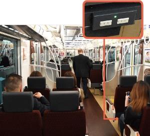 "<span class=""fontBold"">各座席にコンセントを設置し、スマートフォンなどの充電が可能な車両も</span>(写真は京王ライナー)"