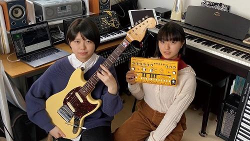 """<span class=""""fontBold"""">ラウスバブの岩井さん(左)と高橋さん(右)は北海道の高校3年生</span>"""