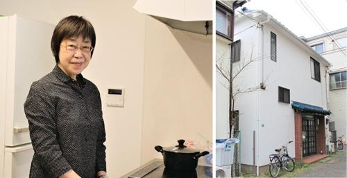 "<span class=""fontBold"">空き家を改修した「共生ハウス西池袋」(右)を運営するコミュニティネットワーク協会(東京)の渥美京子理事長</span>"