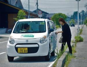 "<span class=""fontBold"">博報堂が富山県朝日町で始めたライドシェアサービスは住民がマイカーで高齢者を送迎する</span>"