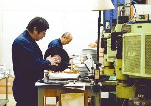 """<span class=""""fontBold"""">東洋化成は1980年代、CDの台頭を受けても生産を止めなかった</span>"""