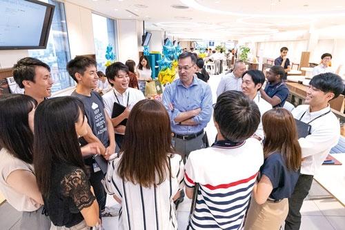 "<span class=""fontBold"">日本法人の社長時代は若手社員との交流の機会を重視した</span>"