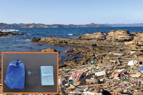 """<span class=""""fontBold"""">流れ着いた海洋ごみを原料にしてごみ袋を作る技術を開発した</span>"""
