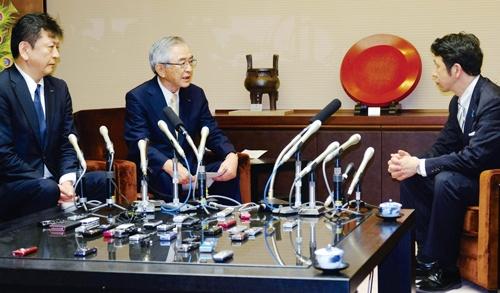 "<span class=""fontBold"">東京電力HDの会長時代は原子力発電所がある地域の自治体との関係構築に努めた</span>(写真=共同通信)"