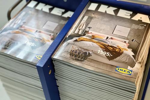 "<span class=""fontBold"">イケアは昨年、70年発行してきたカタログを廃刊</span>(写真=ロイター/アフロ)"