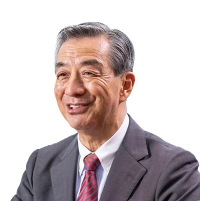 """<span class=""""fontBold"""">野島廣司 [のじま・ひろし]氏</span><br> 1951年神奈川県横浜市生まれ。73年に中央大学商学部を卒業し、野島電気商会(現・ノジマ)に入社。当時社員数2人だった会社を立て直し、連結売上高5000億円超の企業に成長させた。94年から社長を務め、2006年に退任したが翌年から社長に復帰した。国内外881店(フランチャイズチェーン含む)を展開している。70歳。(写真=北山 宏一)"""