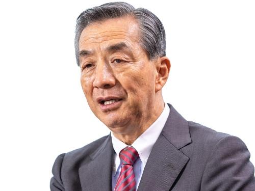 """<span class=""""fontBold"""">野島廣司[のじま・ひろし]氏</span><br>1951年神奈川県横浜市生まれ。73年に中央大学商学部を卒業し、野島電気商会(現・ノジマ)に入社。当時社員数2人だった会社を立て直し、連結売上高5000億円超の企業に成長させた。94年から社長を務め、2006年に退任したが翌年から社長に復帰した。国内外881店(フランチャイズチェーン含む)を展開している。70歳。(写真=北山 宏一)"""