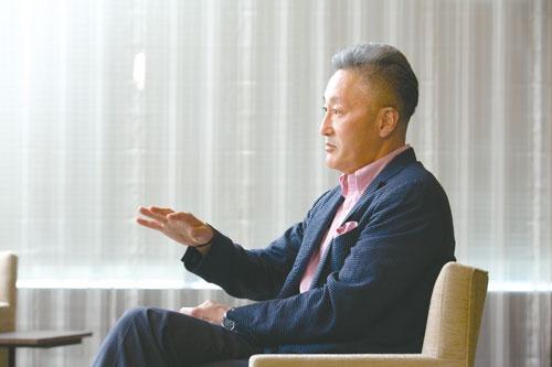 "<span class=""fontBold"">平井一夫[Kazuo Hirai]</span><br>ソニーグループ シニアアドバイザー。1960年東京生まれ。84年国際基督教大学(ICU)卒、CBS・ソニー入社。2006年ソニー・コンピュータエンタテインメント(SCEI)社長。09年ソニーEVP、11年副社長、12年社長兼CEO、18年会長。19年から現職。(写真=的野 弘路)"