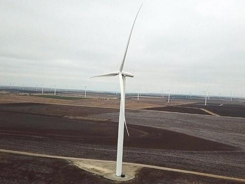 "<span class=""fontBold"">テキサス州西部に設置された風力発電機</span>(写真=Retsu Motoyoshi)"