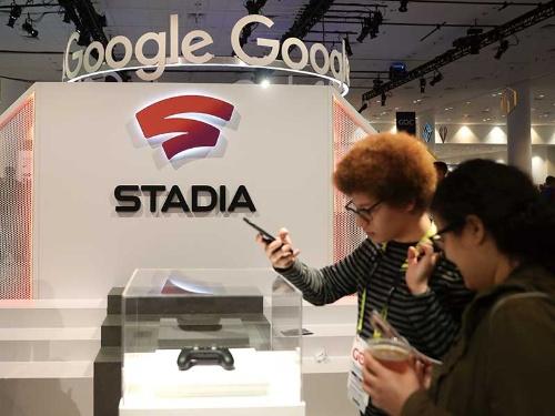 """<span class=""""fontBold"""">グーグルが発表したスタディア用のコントローラー</span>(写真=Justin Sullivan/Getty Images)"""