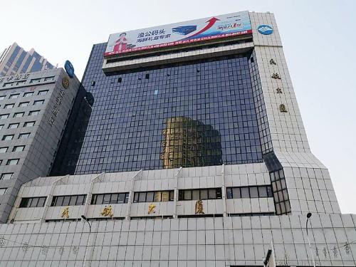 "<span class=""fontBold"">大和ハウスの中国合弁会社が作った大連市内のビル</span>"