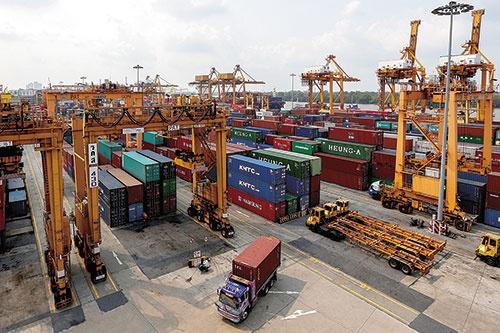 "<span class=""fontBold"">タイのバンコク港。中国以外への輸出が増える可能性も</span>(写真=ロイター/アフロ)"