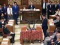 衆参同日選見送り、野党をかく乱した首相の「解散風」