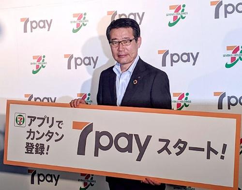 """<span class=""""fontBold"""">7pay開始にあたって、セブン-イレブン・ジャパンの永松文彦社長は顧客の利便性が高まると強調していた</span>"""