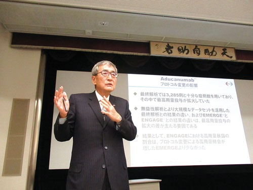 """<span class=""""fontBold"""">10月30日、決算会見で熱弁をふるう内藤晴夫CEO</span>"""