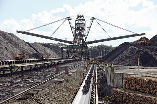 """<span class=""""fontBold"""">インドネシアで石炭を生産している</span>"""