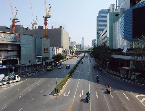 "<span class=""fontBold"">非常事態宣言下のバンコク市内は閑散としている</span>"