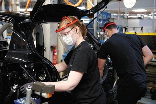 "<span class=""fontBold"">生産を再開したトヨタ自動車のフランスの工場</span>(写真=ロイター/アフロ)"