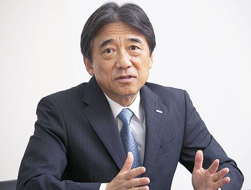 "<span class=""fontBold"">吉沢和弘氏</span> Kazuhiro Yoshizawa<br/>1979年旧日本電信電話公社入社。2007年NTTドコモ執行役員。取締役、副社長を経て16年からNTTドコモ社長。(写真=古立 康三)"