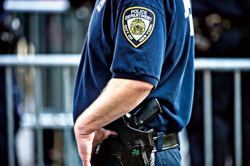 "<span class=""fontBold"">ニューヨーク市の警察官が逮捕された(写真はイメージ)</span>(写真=anouchka/Getty Images)"