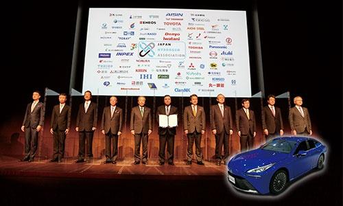 "<span class=""fontBold"">12月7日に88社が「水素バリューチェーン推進協議会」を設立し、9日にはトヨタ自動車が燃料電池車の新型ミライ(下)を発売した</span>"