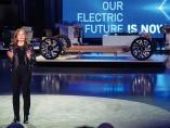 止まらない車の「スマホ化」 脱炭素が加速させる水平分業