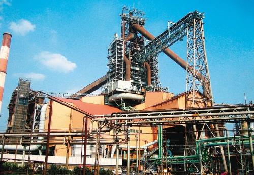 "<span class=""fontBold"">日本製鉄は脱炭素に向けて新たな製鉄技術の開発を急ぐ</span>"