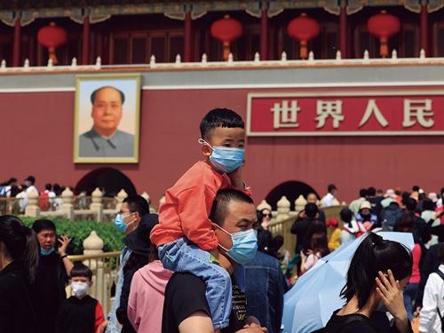 """<span class=""""fontBold"""">中国政府は3人目の子供の出産を容認。効果はあるか</span>(写真=AP/アフロ)"""