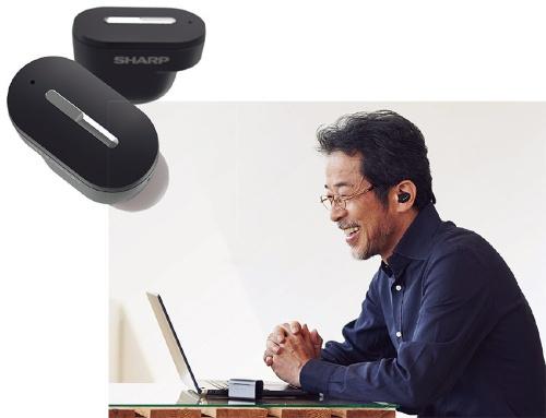 """<span class=""""fontBold"""">シャープは医療機器の第1弾としてワイヤレスイヤホン型の補聴器を発売する</span>"""