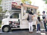 キッチンカーが見つけた次の市場 「産直野菜」をマンションで販売