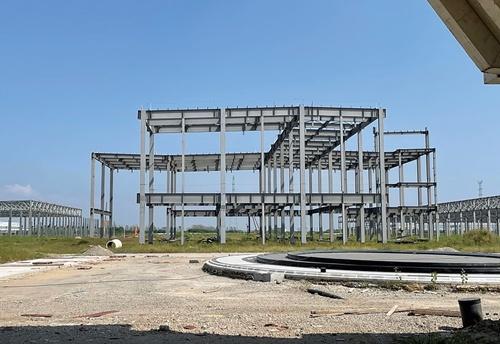 """<span class=""""fontBold"""">江蘇省南通市にある恒大新能源汽車の工場建設予定地</span>"""