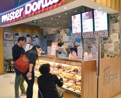 """<span class=""""fontBold"""">ミスタードーナツは中国・上海から撤退した。理由は「賃料と人件費の上昇」だという</span>(写真=共同通信)"""