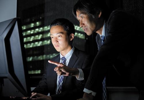 """<span class=""""fontBold"""">システム開発業界では、案件と派遣技術者の確保を目的にしたM&Aが増えている。買収によって望まぬ会社に送られることも珍しくないようだ</span>(写真=アフロ)"""