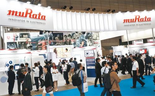 """<span class=""""fontBold"""">村田製作所は「CEATEC」などの見本市で、最新技術の展示を強化している</span>"""