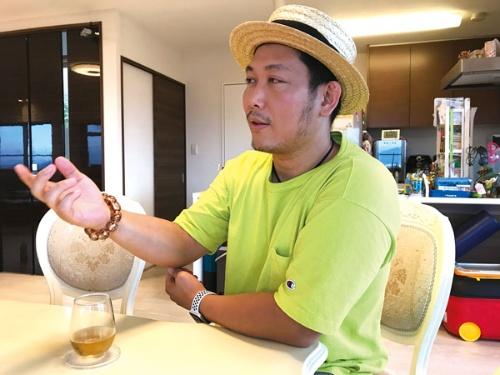 """<span class=""""fontBold"""">熊本市に住む吉角裕一朗氏は、バッテリーの再生・販売事業などを手掛ける会社の社長。「地方には地方の攻め方と勝ち方がある」と語る</span>"""