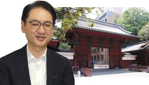 "<span class=""fontBold"">東京大学では入学すると全員が教養学部の所属となる。太田邦史学部長(左)は、1~2年生の教養学部時代のいわゆる「遊びの時期」が人間の幅を広げると語る</span>(写真=右:PIXTA)"