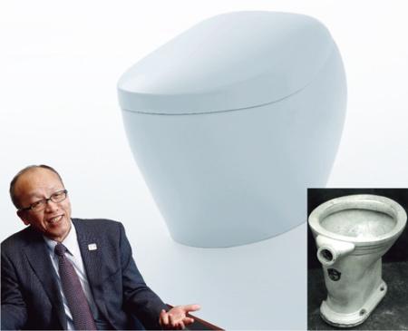 """<span class=""""fontBold"""">腰掛式水洗便器(右下)から始まり、TOTOはトイレの革新を続けてきた。喜多村円社長(下)は「人間は幸せではない進化を選ばない」と話す</span>(写真=左:竹井 俊晴)"""