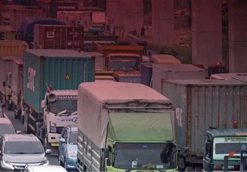 """<span class=""""fontBold"""">急速に経済が発展するインドネシアでは物流の非効率さが大きな社会課題になっている</span>(写真=NurPhoto/Getty Images)"""